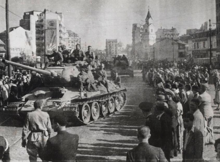 """Armia Czerwona nie zwalnia. Ludzie na ulicach """"wyzwolonych"""" miast świętują. Jeszcze."""